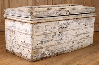 RUSTIC PAINTED PINE LIFT LID TRUNK CIRCA 1900