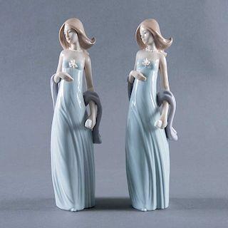 Par de damas en vestido de noche. España, siglo XX. Elaboradas en porcelana Lladró acabado brillante. 20 cm de altura c/u.
