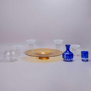 Lote de cristalería. Checoslovaquia, Bélgica, otros,SXX. Elaborados en cristal de bohemia azul, Val St. Lambert amarillo, otros.Pz: 7