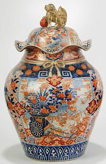 Large Japanese Imari Ruffled Urn
