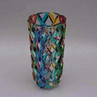 Florero. Venecia, Italia, siglo XX. Elaborado en cristal Carullo Collection. Decoración multicolor facetado.
