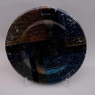 Plato decorativo. Siglo XX. Elaborado en cerámica esmaltada y vidriada. Firmado y fechado 90.
