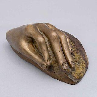 Firmada J. C. Murillo. Escultura de mano de dama. Fundición en bronce, 7/14.
