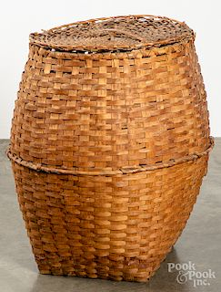 Large lidded basket