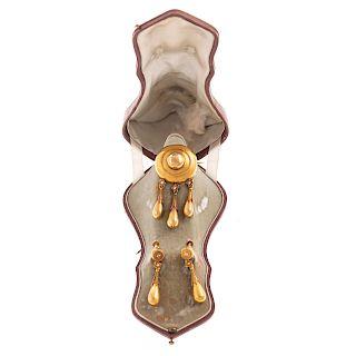 A Ladies Victorian Brooch & Earrings in 22K Gold