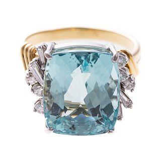 A Ladies Aquamarine & Diamond Ring in 18K