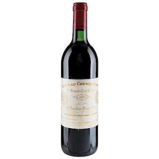 Château Cheval Blanc. Cosecha 1989. St. Émilion. 1er. Grand Cru Classé. Nivel: en el cuello.