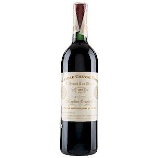 Château Cheval Blanc. Cosecha 1985. St. Émilion. 1er. Grand Cru Classé. Nivel: en el cuello.