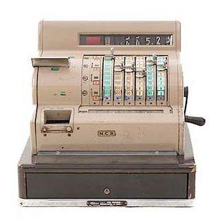 Caja registradora. Siglo XX. Elaborada en metal. Marca National. No. Serie 14-7634809. Tipo C. Dimensiones: 43 x  46 x 41 cm.