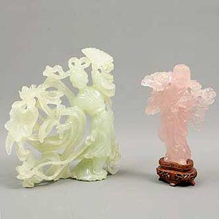 Lote de 2 figuras decorativas. Origen oriental. SXX. Elaboradas en jadeita y cuarzo. Consta de: geisha y monje. 22 x 19 x 6 cm. (mayor)