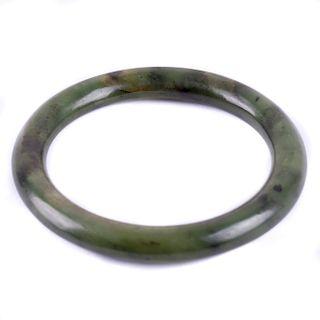 Brazalete en jade nefrita. Diseño liso.