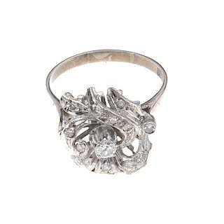 Anillo con diamantes en plata paladio. 1 diamantes corte brillante. Claridad I2. 0.15ct. 11 acentos de diamantes. Talla: 7...