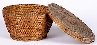 Pennsylvania rye straw lidded basket