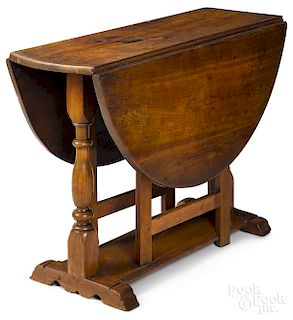 New York William and Mary gumwood drop-leaf table