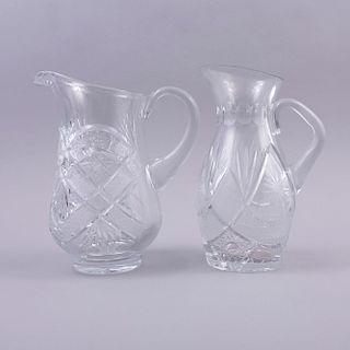 Juego de jarras. Siglo XX. Elaboradas en cristal cortado. Decoradas con motivos facetados y geométricos. Piezas: 2