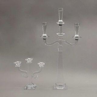Lote de candelabros. Alemania e Irlanda, siglo XX. Elaborado en cristal Köstlich y Shannon. Diseñado con facetados geométricos. Pzs: 2