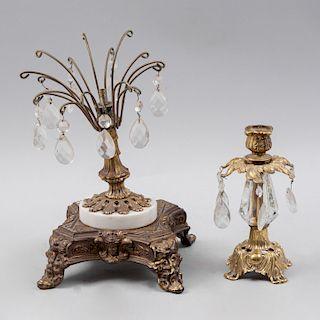 Candelero y fuste para lámpara de mesa. SXX. Elaborados en metal dorado con aplicación de mármol blanco y aplicaciones de vidrio. Pz:2