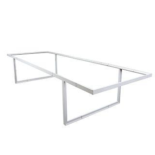 Mesa. Siglo XX. Estructura de metal. Con cubierta rectagular y soportes rectos.