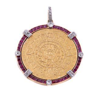 Pendiente con diamantes y simulantes en oro amarillo de 14k. 17 diamantes corte antiguo y facetados. Peso:  10.5 g.