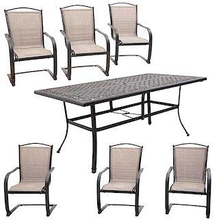 Comedor para exterior. Siglo XX. Fundición en hierro colado. Mesa. Cubierta rectangular, soportes semicurvos y sillones. Pz: 7