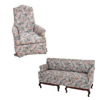 Lote de muebles para sala. Siglo XX. Consta de: Love seat. Estructura de madera tallada con tapicería textil y sillón.Pz:2