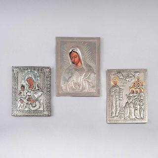 Lote de Íconos. Siglo XX. Repujado en falda de lámina niquelada sobre madera. Consta de: Theotokos, Nuestra Señora de Guadalupe, Pz: 3