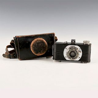 VINTAGE ARGUS MODEL A 35 MM CAMERA, WITH LEATHER CASE
