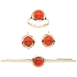 BROOCH, RING AND PAIR OF EARRINGS SET WITH CORALS. 14K YELLOW GOLD