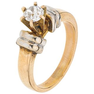 SOLITAIRE DIAMOND RING. 12K YELLOW GOLD