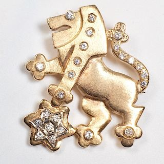 A 14K gold and diamond pendant brooch depicting the lion of Judah