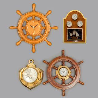 Lote de relojes de pared y barómetro. Siglo XX. Elaborados en madera, metal dorado y latón. Consta de: Barómetro y 3 relojes de pared.