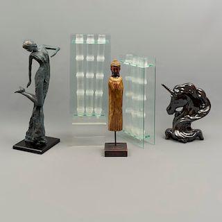 Lote mixto de 5 piezas. Diferentes orígenes y materiales. SXX. Consta de: cabeza de unicornio, Buda, dama y 2 floreros para bambú.