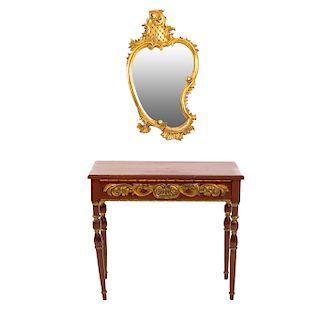 Mesa consola con espejo. Siglo XX. En talla de madera y madera dorada. 70 x 82 x 42 cm y 93 x 52 x 3 cm.