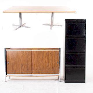Lote de 3 muebles. SXX. En metal y madera aglomerada. Consta de: Credenza, mesa de juntas y archivero. 75 x 240 x 120 cm. (mayor)