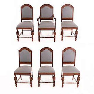 Lote de 5 sillas y un sillón. Siglo XX. En talla de madera. Con respaldos cerrados y asientos en tapicería color gris.