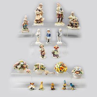 Lote de 19 figuras decorativas. Diferentes orígenes. SXX. Una diseñada por Tiziano Galli. En porcelana, cerámica y pasta.
