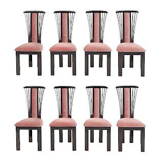 Lote de 8 sillas Siglo XX. En talla de madera laqueada. Con respaldos semiabiertos y asientos en tapicería color rosado.