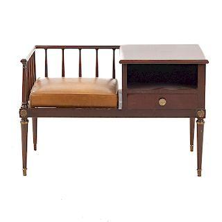 Mesa para teléfono SXX. En talla de madera. Con cubierta cuadrangular, asiento con cojín en polipiel y cajón. 65 x 100 x 46 cm.