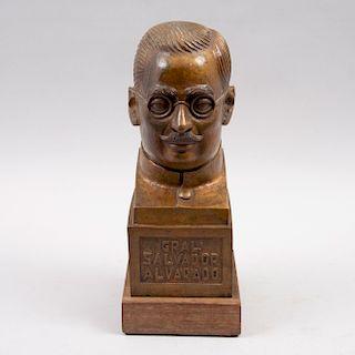 Enrique Gottdiener. Busto del General Salvador Alvarado. Firmado y fechado 1980. Fundición en bronce con base de madera.