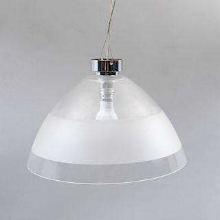 Lámpara de techo. Chapetón cromado con cable acerado y pantalla de vidrio transparente con motivo opaco. Para 1 luz.