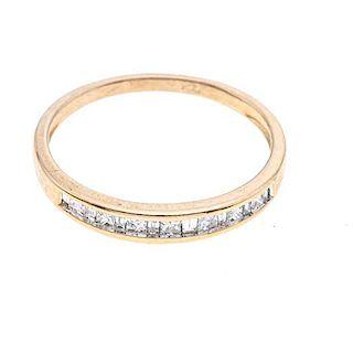 Media churumbela con diamantes en oro amarillo de 10k. 15 diamantes corte princesa y baguette. Talla: 7. Peso: 1.7 g.