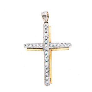 Cruz con diamantes en oro blanco y amarillo de 14k. 26 diamantes corte 8 x 8. Peso: 2.2 g.