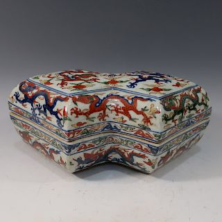 IMPERIAL CHINESE ANTIQUE WUCAI FAMILLE VERTE BOX - LONGQING MARK AND PERIOD