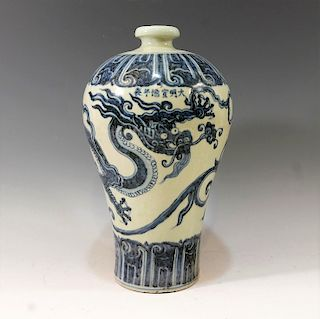 CHINESE ANTIQUE BLUE WHITE DRAGON MEIPING VASE - XUANDE MARK