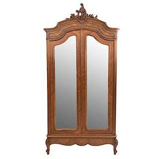 Armario. Francia. Siglo XX. En talla de madera de nogal. Con 2 puertas con espejos de luna biselada. 245 x 122 x 50 cm.