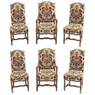Lote de 2 sillones y 4 sillas. Francia. Siglo XX. En talla de madera de roble. Con respaldos y asientos acojinados en tapicería floral
