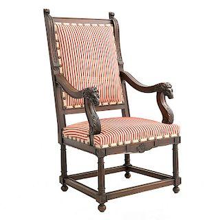 Sillón. Francia. Siglo XX. En talla de madera de roble. Tapicería de tela rayada en blanco y rojo. Con respaldo cerrado.