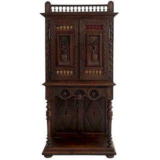 Credenza. Francia. Siglo XX. En talla de madera de roble. Con cajón, 2 puertas abatibles y entrepaño inferior. 184 x 86 x 44 cm.