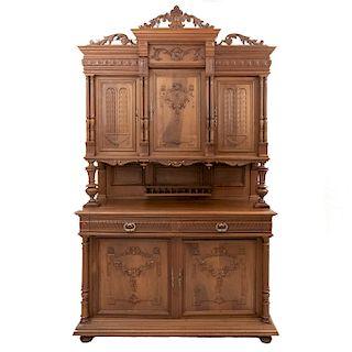 Buffet. Francia. Siglo XX. Estilo Enrique II. En talla de madera de nogal. A 2 cuerpos. Con 2 cajones y 5 puertas. 255 x 150 x 57 cm.