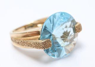Vintage 14K Yellow Gold Blue Topaz Ring